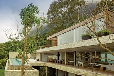 À Rio: Une maison dans la roche d'Arthur Casas.